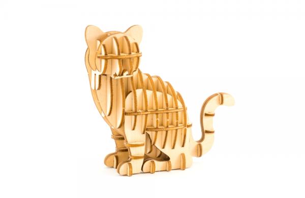 Kigumi sitting cat